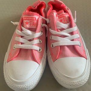 Brand Néw Never worn pink Converse All stars